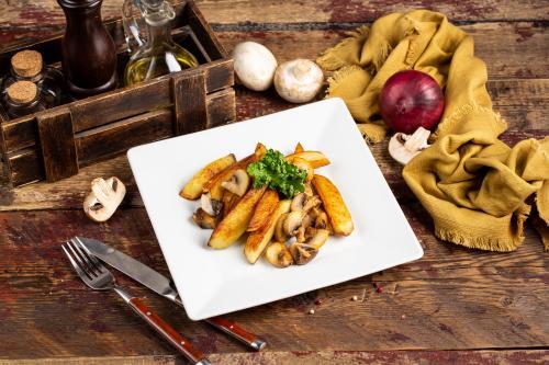 Жареный картофель с грибами по-домашнему